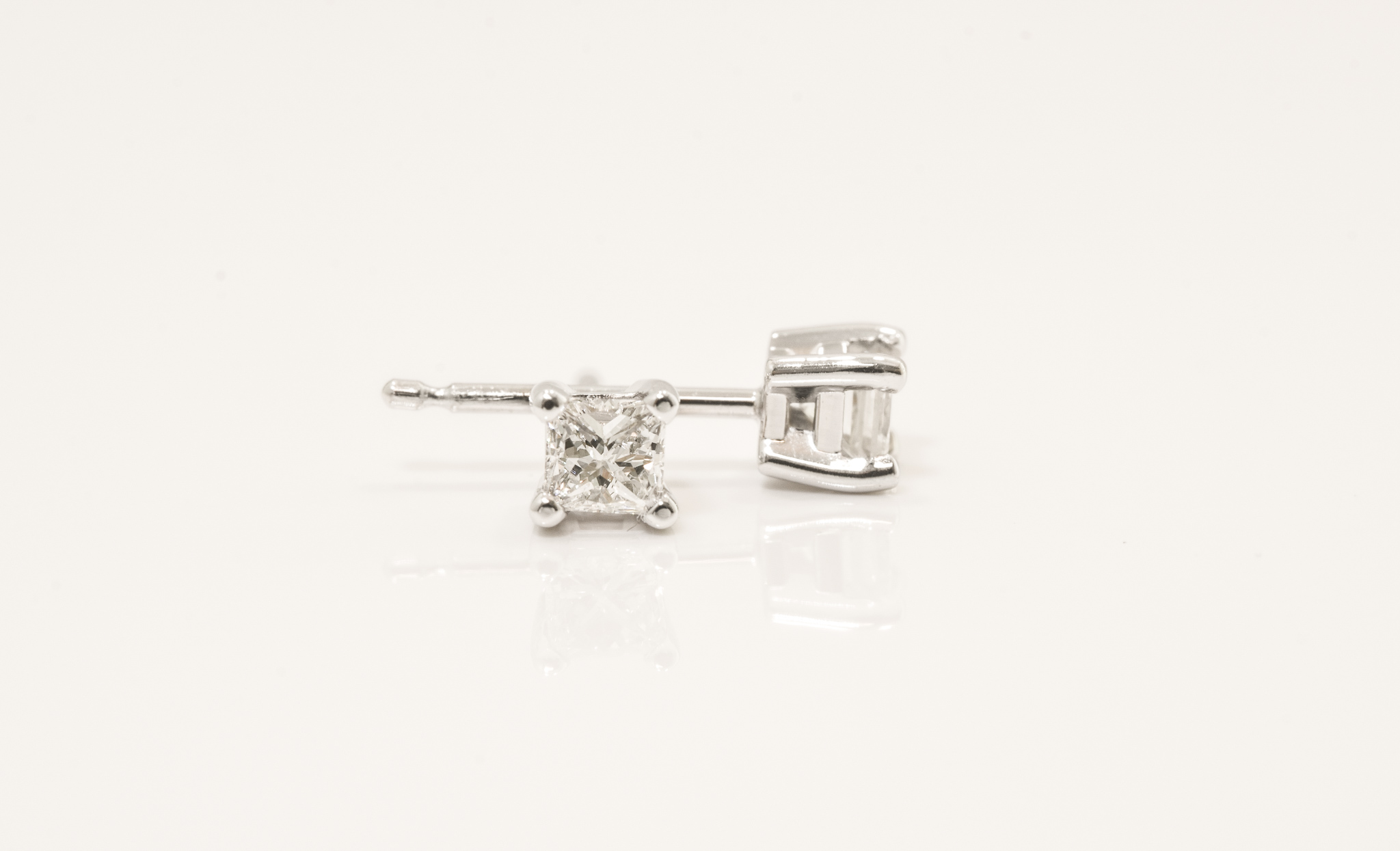 14 kt. White Gold Diamond Stud Earring.  .29ct tdwt. Princess Cut Diamonds. SI1, G-H